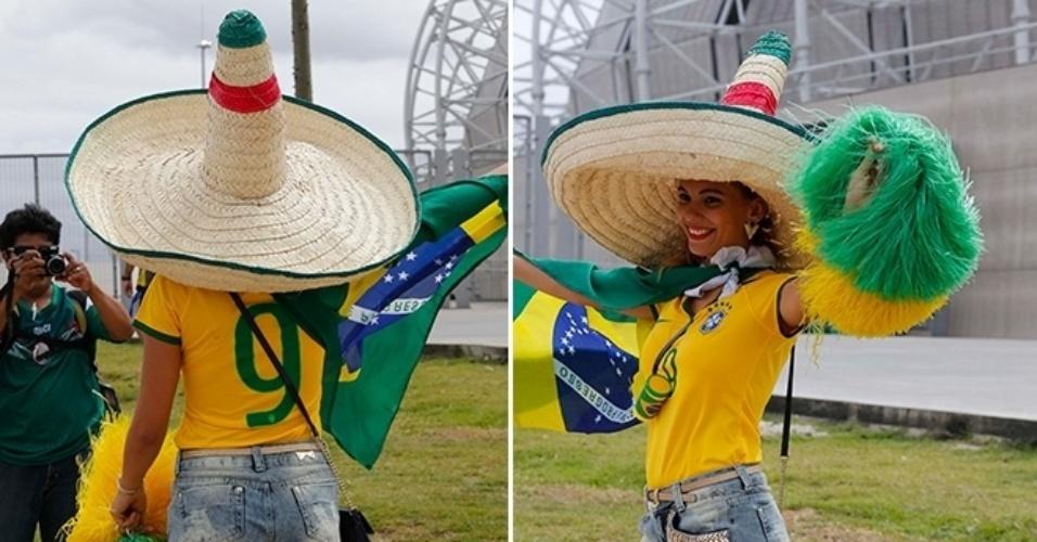 17.jun.2014 - Vira-casaca de quem? Torcedora vai de camiseta do Brasil e veste chapéu mexicano ao Castelão para ver o duelo das seleções