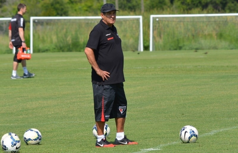 18.06.14 - O técnico Muricy Ramalho durante o treino do São Paulo nesta quarta-feira