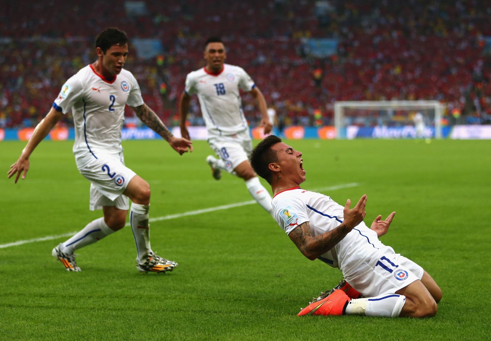 Vargas vibra após abrir o placar para o Chile contra a Espanha, no Maracanã