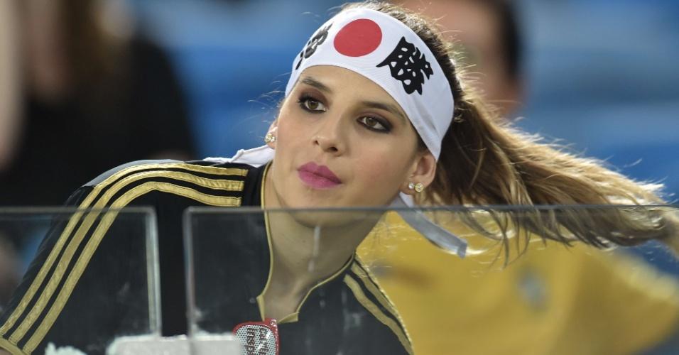 19.jun.2014 - A beleza da torcedora do Japão não é nipônica, mas certamente pode ser considerada universal