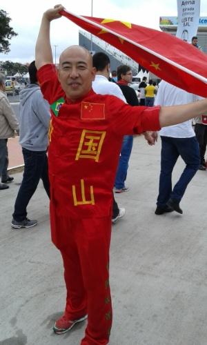 19.jun.2014 - Fora da Copa, resta ao torcedor chinês torcer pelo bom futebol no Itaquerão