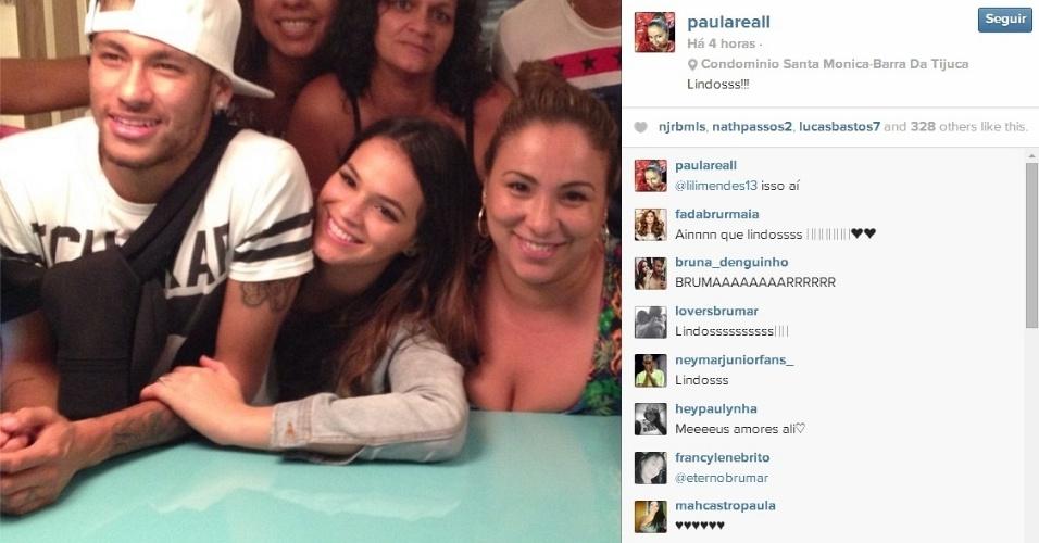 19.jun.2014 - Neymar e Bruna Marquezine aproveitam folga juntos ao lado das famílias de Thiago Silva de Daniel Alves