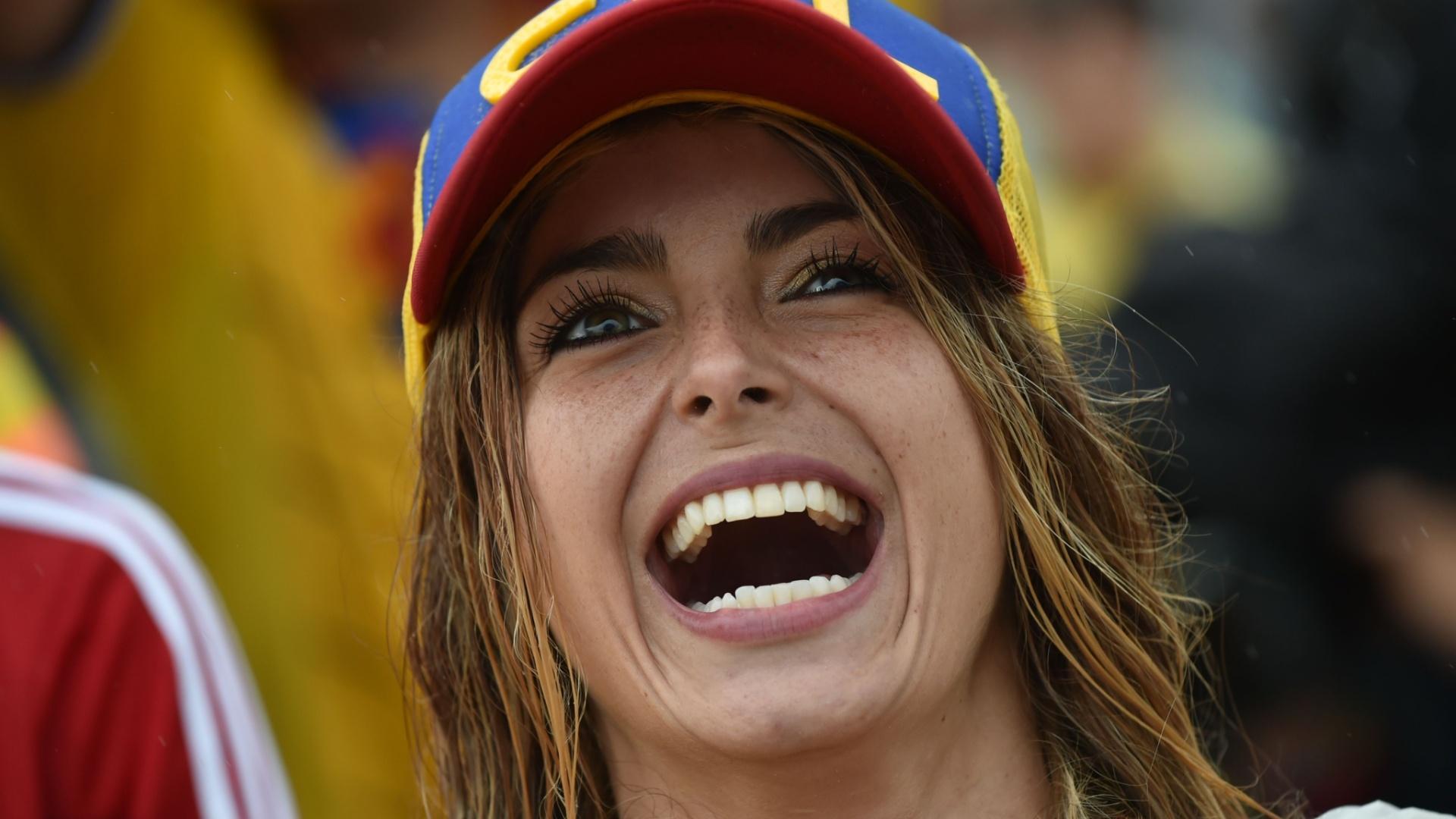 19.jun.2014 - O sorriso da bela torcedora colombiana na Fan Fest de Copacabana evidencia a satisfação com a vitória por 2 a 1 sobre a Costa do Marfim
