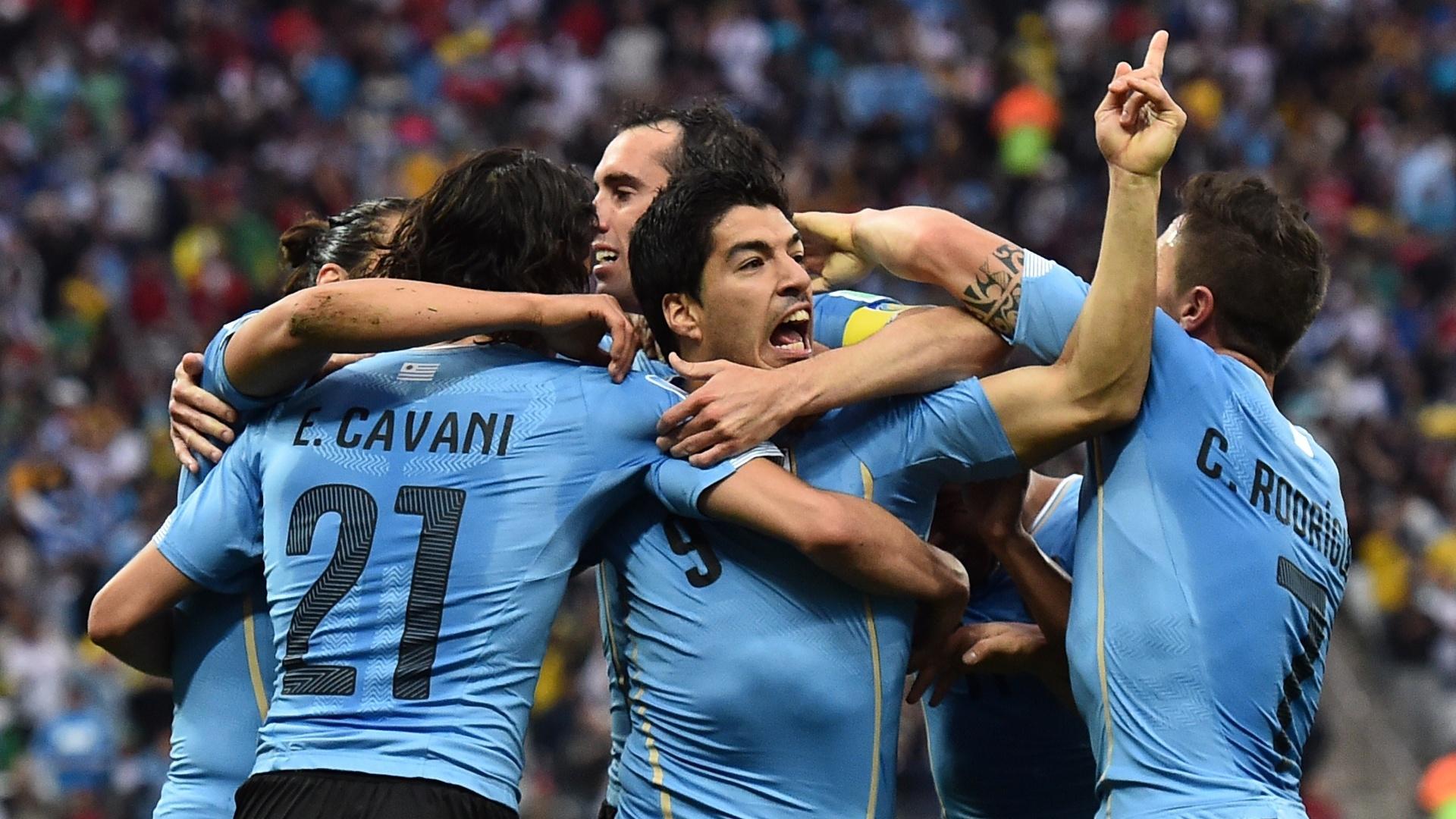 19.jun.2014 - Luis Suárez vibra após marcar na vitória do Uruguai por 2 a 1 contra a Inglaterra no Itaquerão