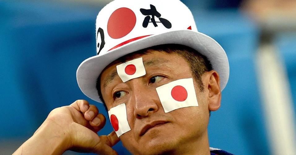 Torcedor japonês se mostra preocupado antes mesmo do início do decisivo jogo contra a Grécia