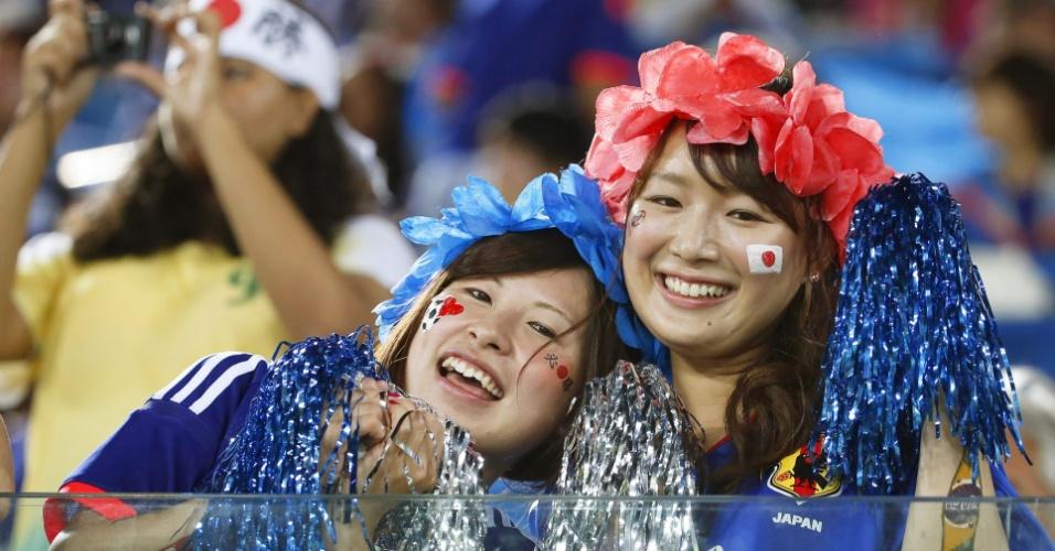 Torcida feminina marca presença na Arena das Dunas, palco do jogo entre Japão e Grécia