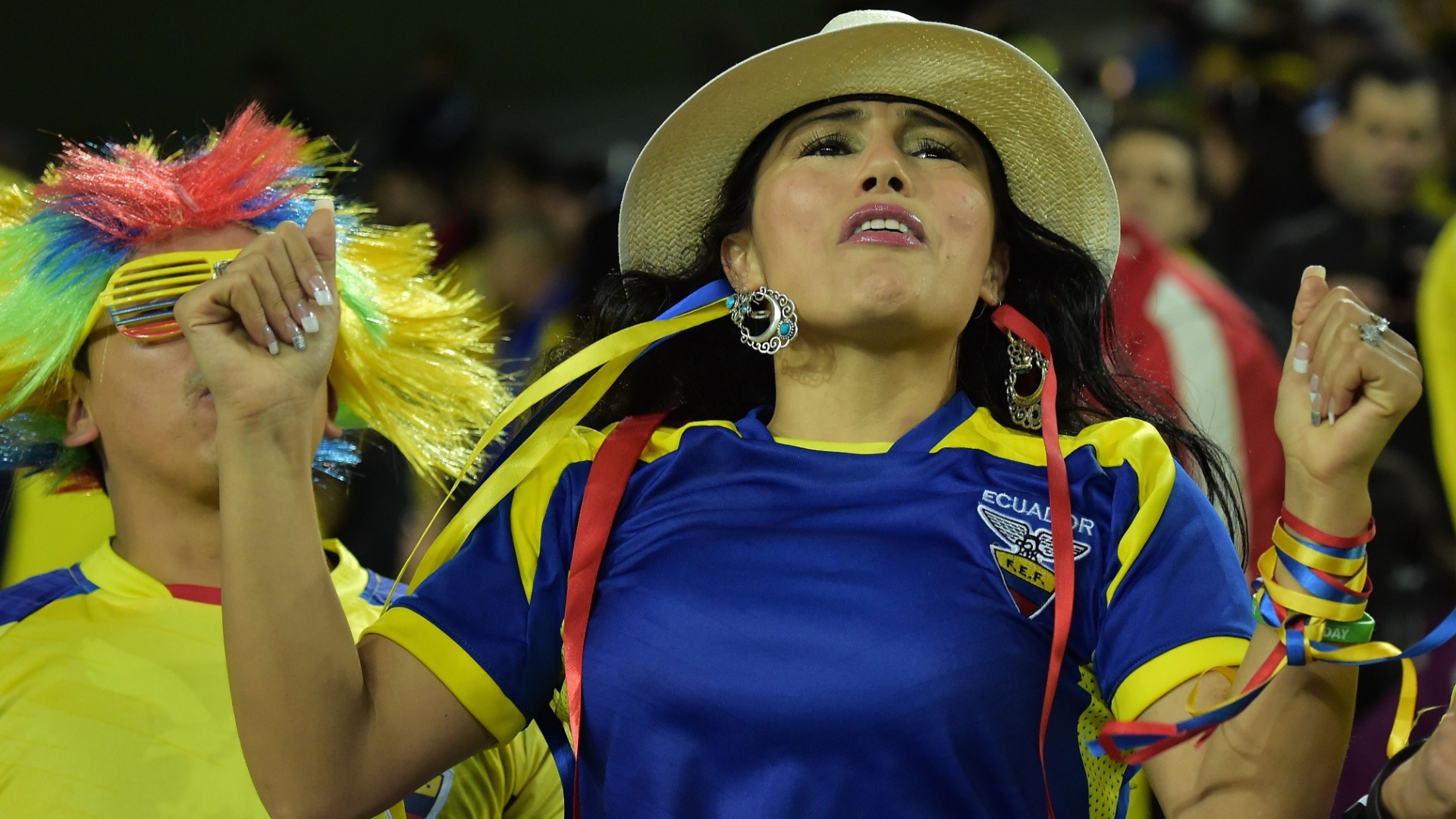 Bela torcedora do Equador fica nervosa já nos primeiros minutos do jogo contra Honduras, na Arena da Baixada