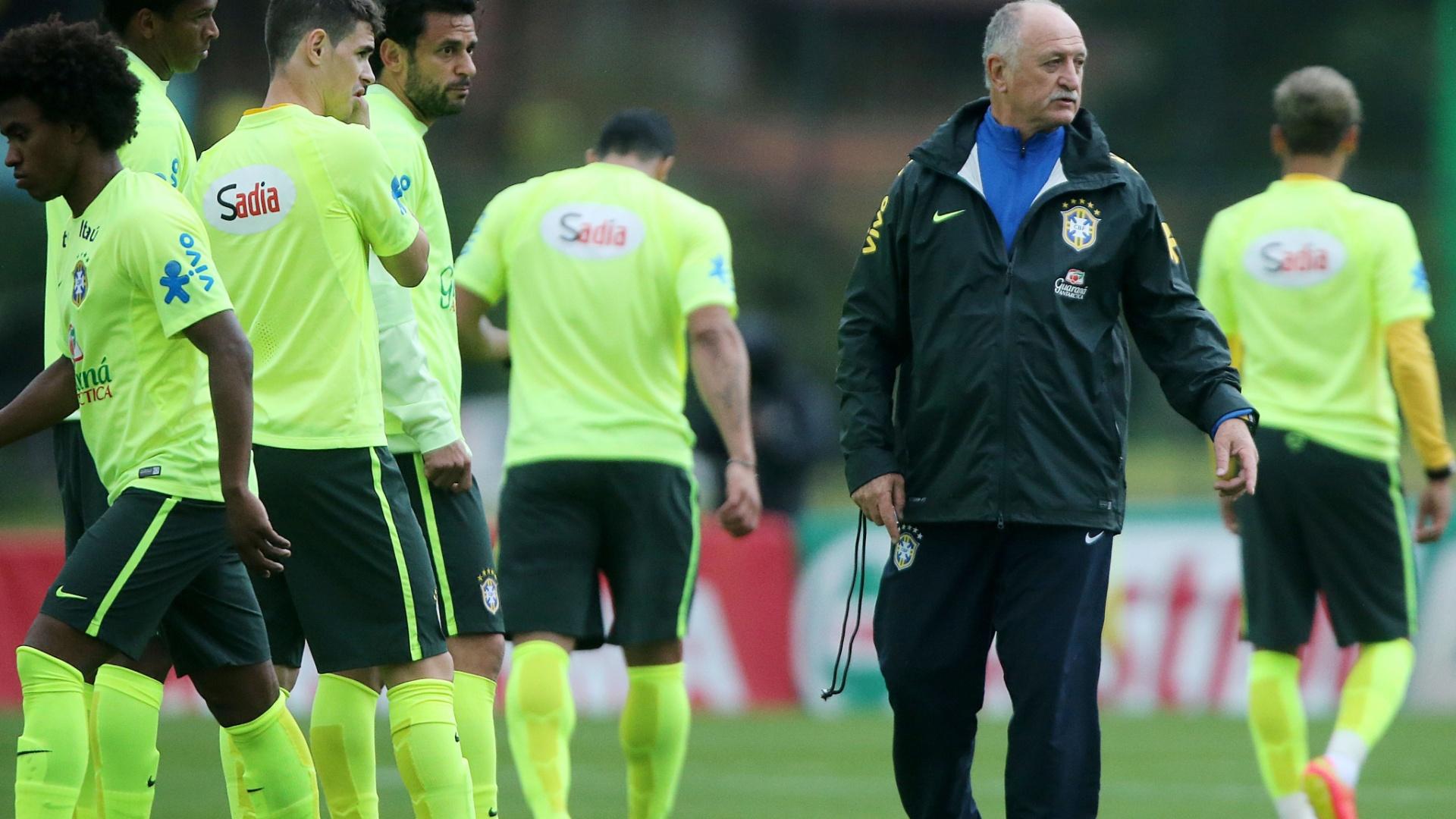 Felipão orienta jogadores do Brasil em treino de cruzamentos em Teresópolis