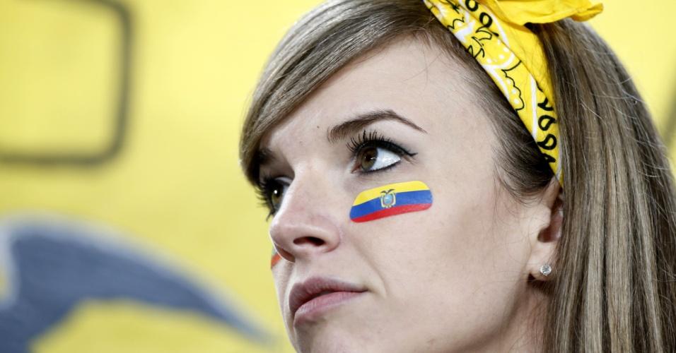 Torcedora do Equador na Arena da Baixada, em Curitiba, para o jogo contra Honduras