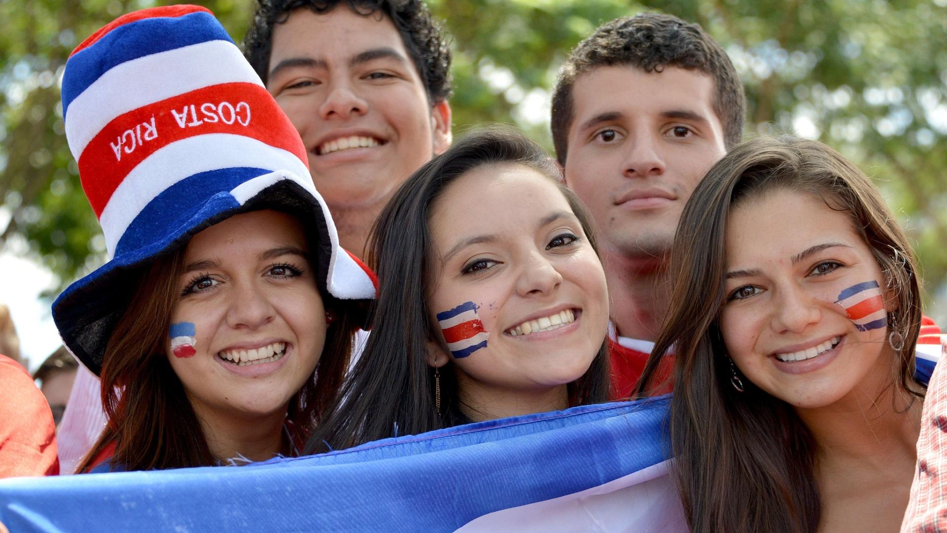 Torcedores da Costa Rica comemoram em San Jose vitória em cima da Itália e classificação para as oitavas de final