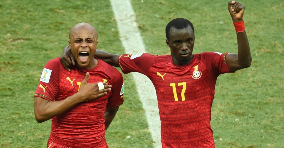 21.jun.2014 - Andre Ayew (esquerda) e Mohammed Rabiu comemoram o primeiro gol de Gana no empate por 2 a 2 contra a Alemanha
