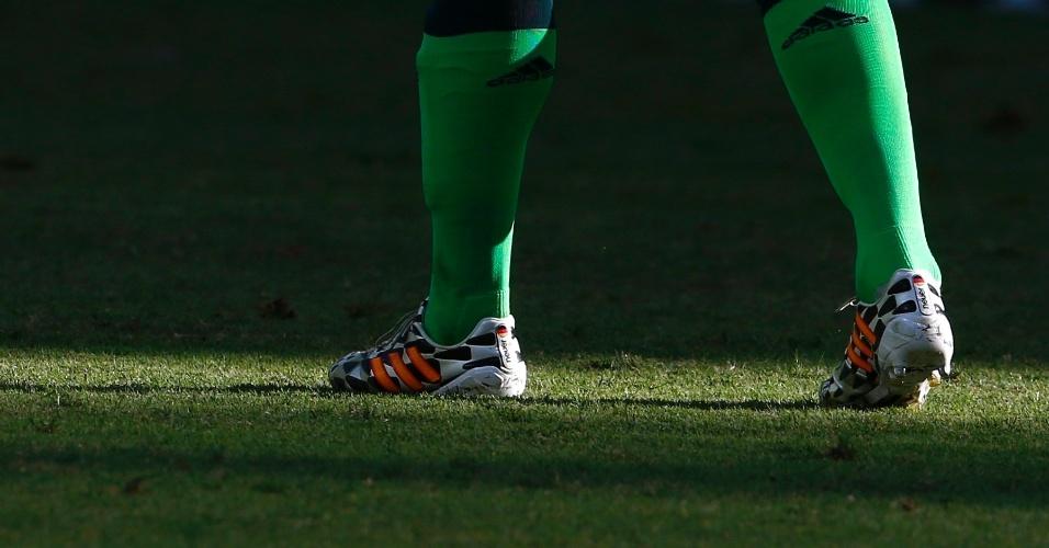 21.jun.2014 - Goleiro Manuel Neuer caminha no gramado do Castelão durante a partida de sua seleção, a Alemanha, contra Gana