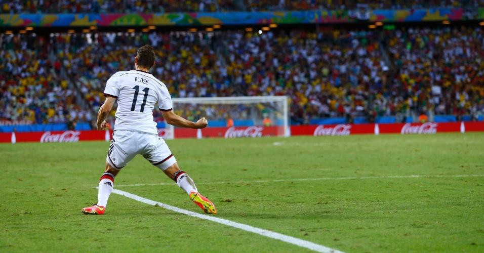 21.jun.2014 - Klose comemora no Castelão após atingir a marca histórica de 15 gols em Copas do Mundo