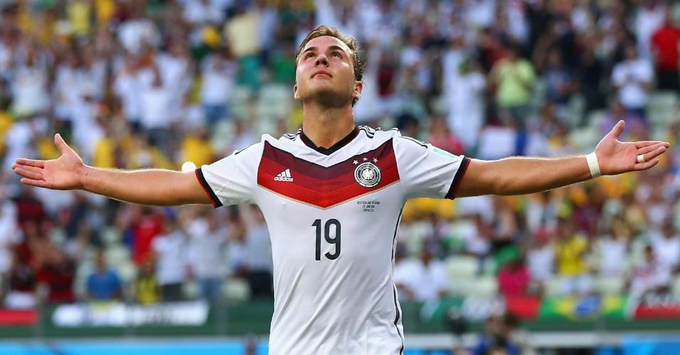 21.jun.2014 - Mario Götze, da Alemanha, abre os braços e comemora após abrir o placar na partida contra Gana