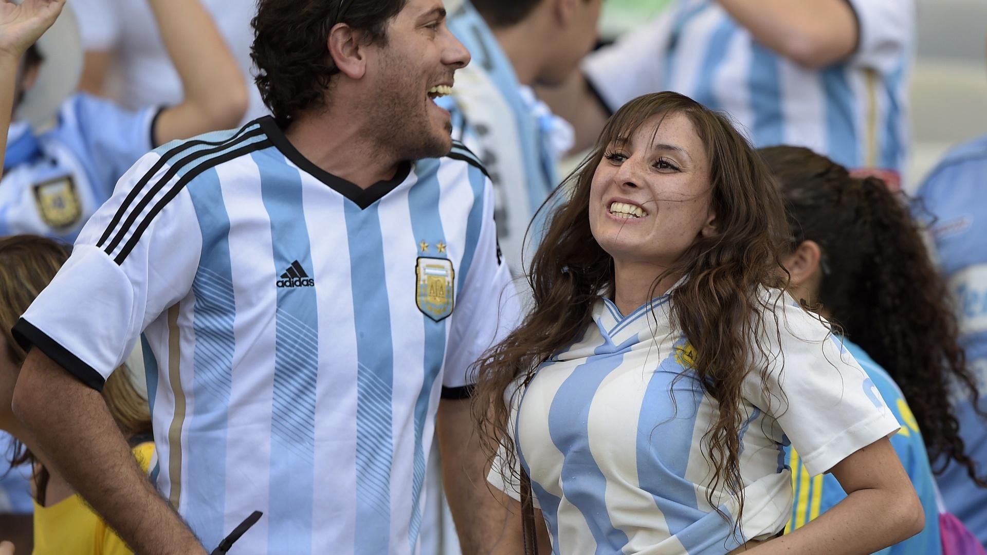 Torcedora argentina vibra com a vitória no último minuto em cima do Irã
