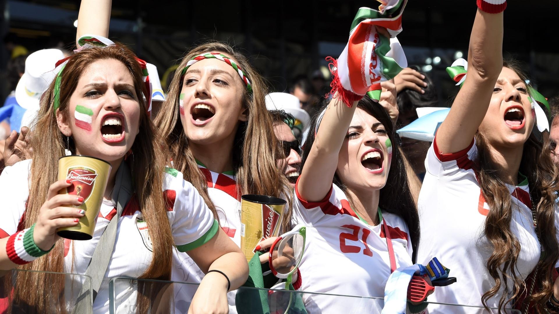 Torcedoras do Irã animadas com a partida contra a Argentina no Mineirão