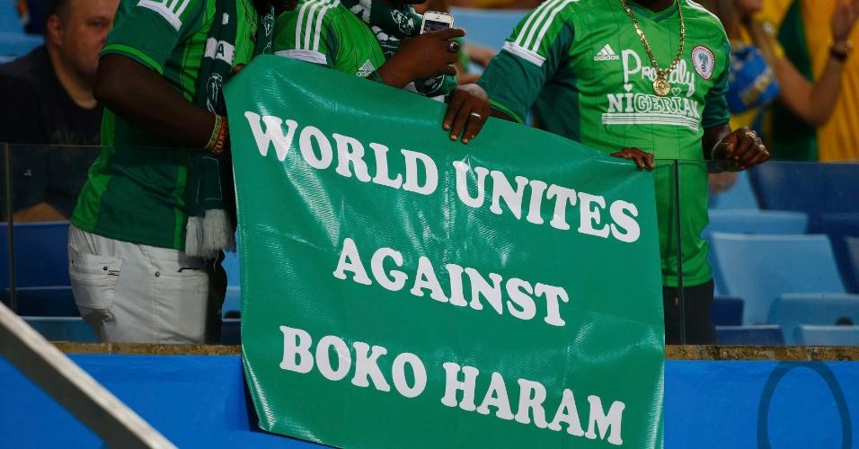 Torcedores da Nigéria protestam contra grupo extremista Boko Haram