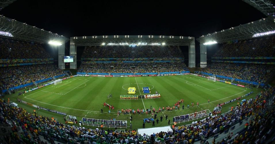 Visão geral da Arena Pantanal momentos antes do início do jogo entre Nigéria e Bósnia