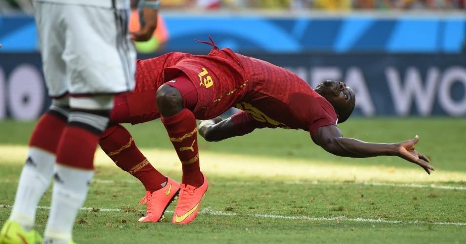 21.jun.2014 - Zagueiro Jonathan Mensah, de Gana, mostra elasticidade semelhante à apresentada no filme