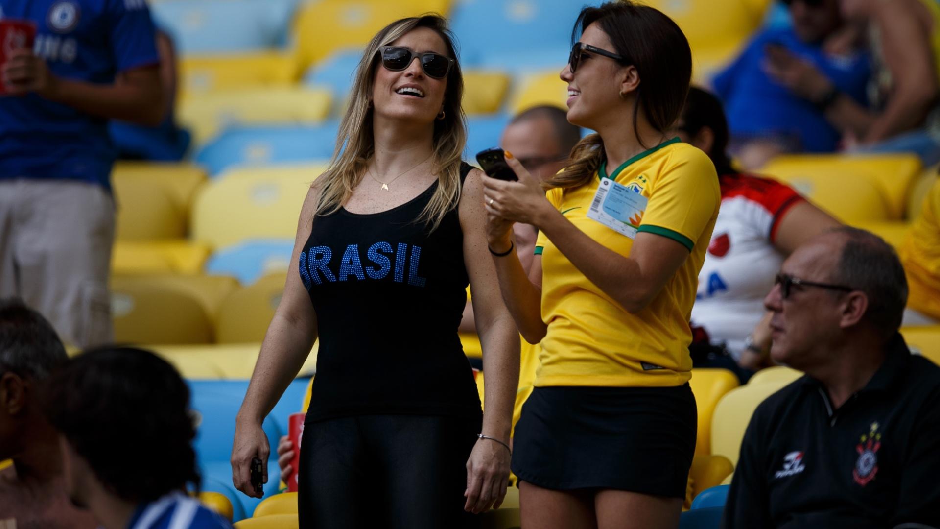 A beleza brasileira também esteve representada no Maracanã para o jogo entre Rússia e Bélgica