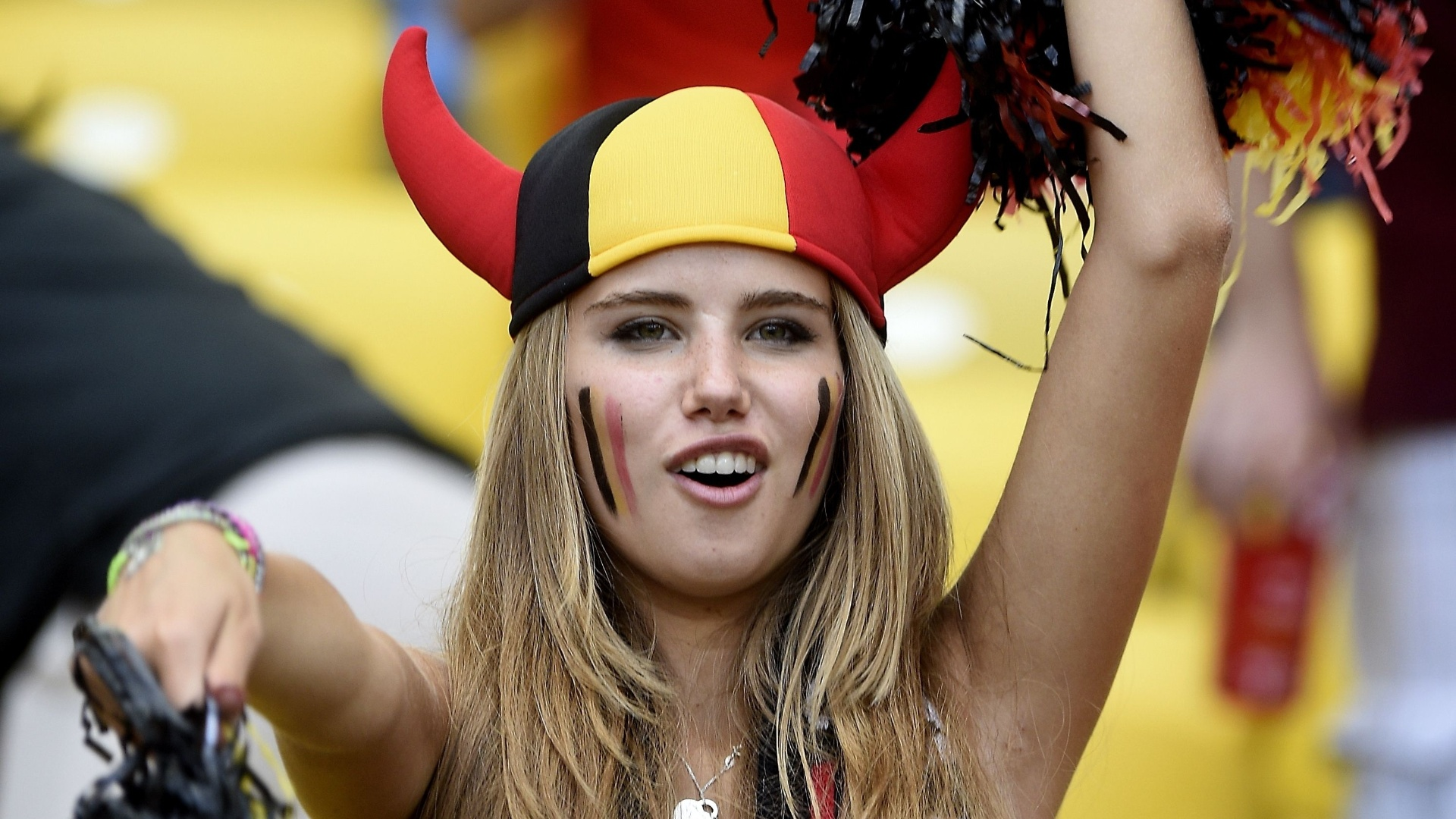A diabinha foi preparada ao Maracanã e levou até o pompom