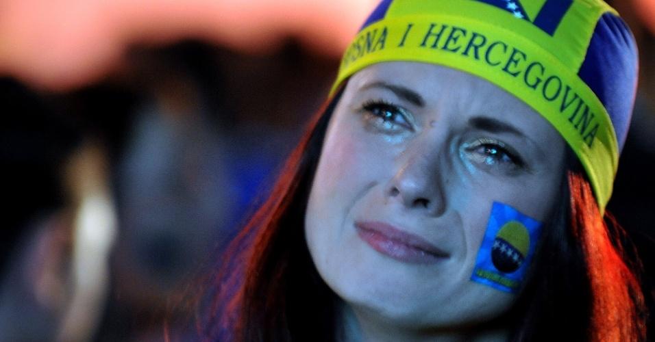 Nas ruas de Sarajevo, torcedora chora eliminação da Bósnia após a derrota por 2 a 1 para a Nigéria