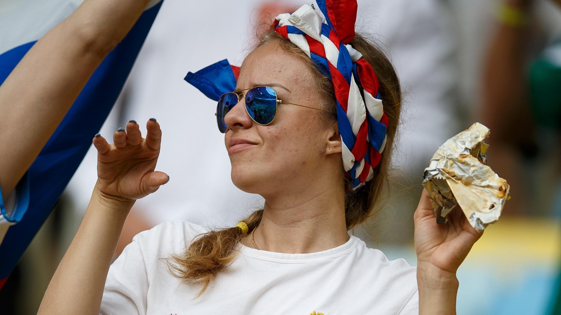 Torcedoras russas transformam o Maracanã em um verdadeiro desfile de beleza