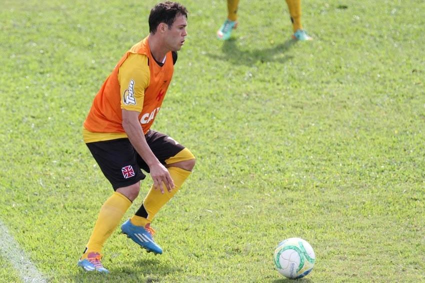 23 jun. 2014 - Reforço para a temporada, Kleber faz primeiro treino com bola ao lado de companheiros