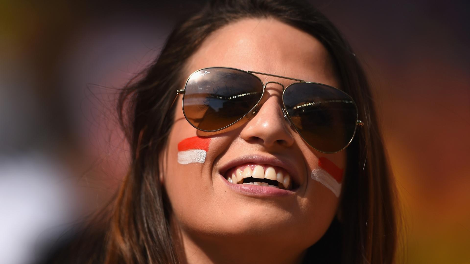 23.jun.2014 - Bela torcedora sorri durante a partida entre Holanda e Chile, no Itaquerão