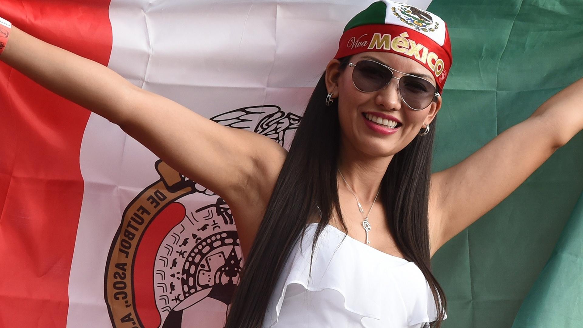 23.jun.2014- Mexicana mostra todo orgulho por seu país na partida contra a Croácia, na Arena Pernambuco