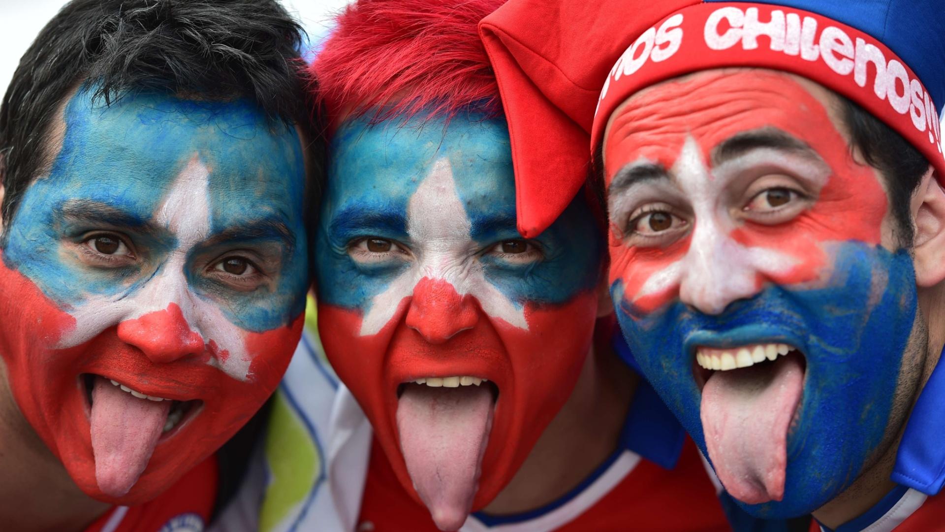Com rosto pintado, chilenos mostram a língua e esbanjam otimismo antes de jogo contra a Holanda
