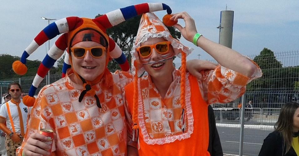 Fantasiados, holandeses chegam ao Itaquerão para o jogo contra o Chile