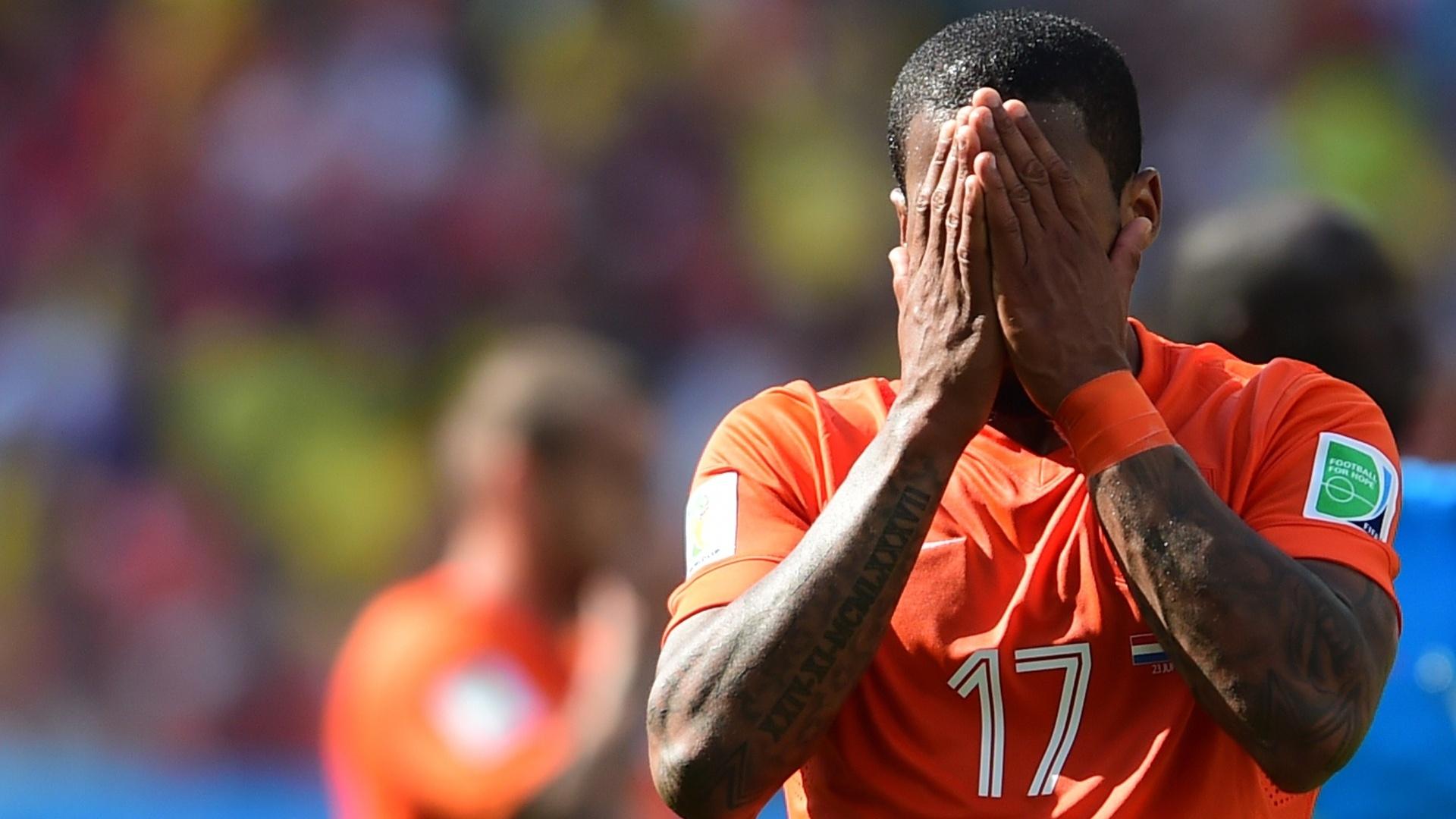 Jeremain Lens lamenta lance perdido durante partida da Holanda contra o Chile no Itaquerão