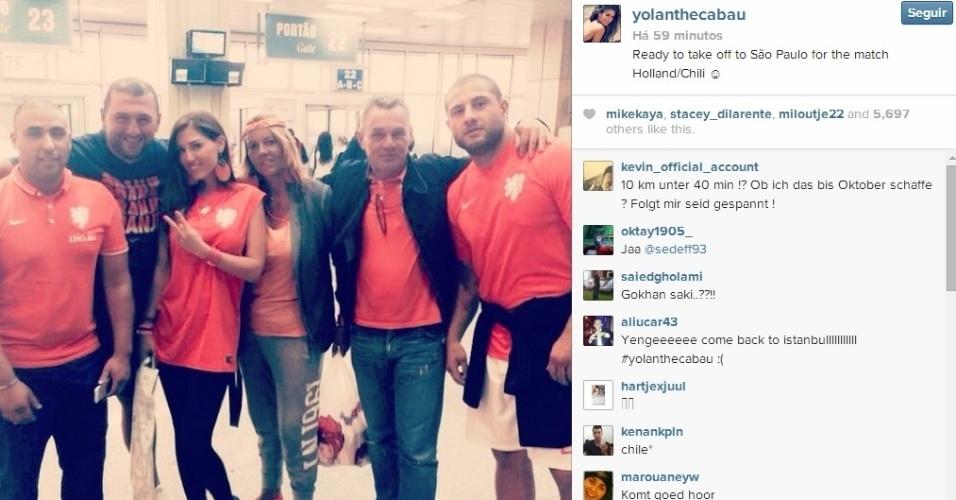 Mulher de Sneidjer, Yolanthe Cabau madrugou para voar para São Paulo e ver o jogo da Holanda no Itaquerão, contra o Chile.