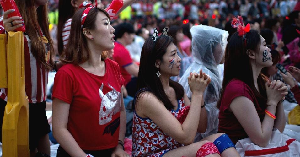Sul-coreanas fazem festa pela seleção contra a Argélia