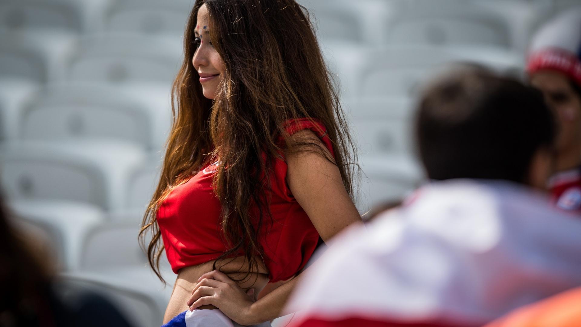 Torcedora apoia o Chile para o duelo com a Holanda, no Itaquerão