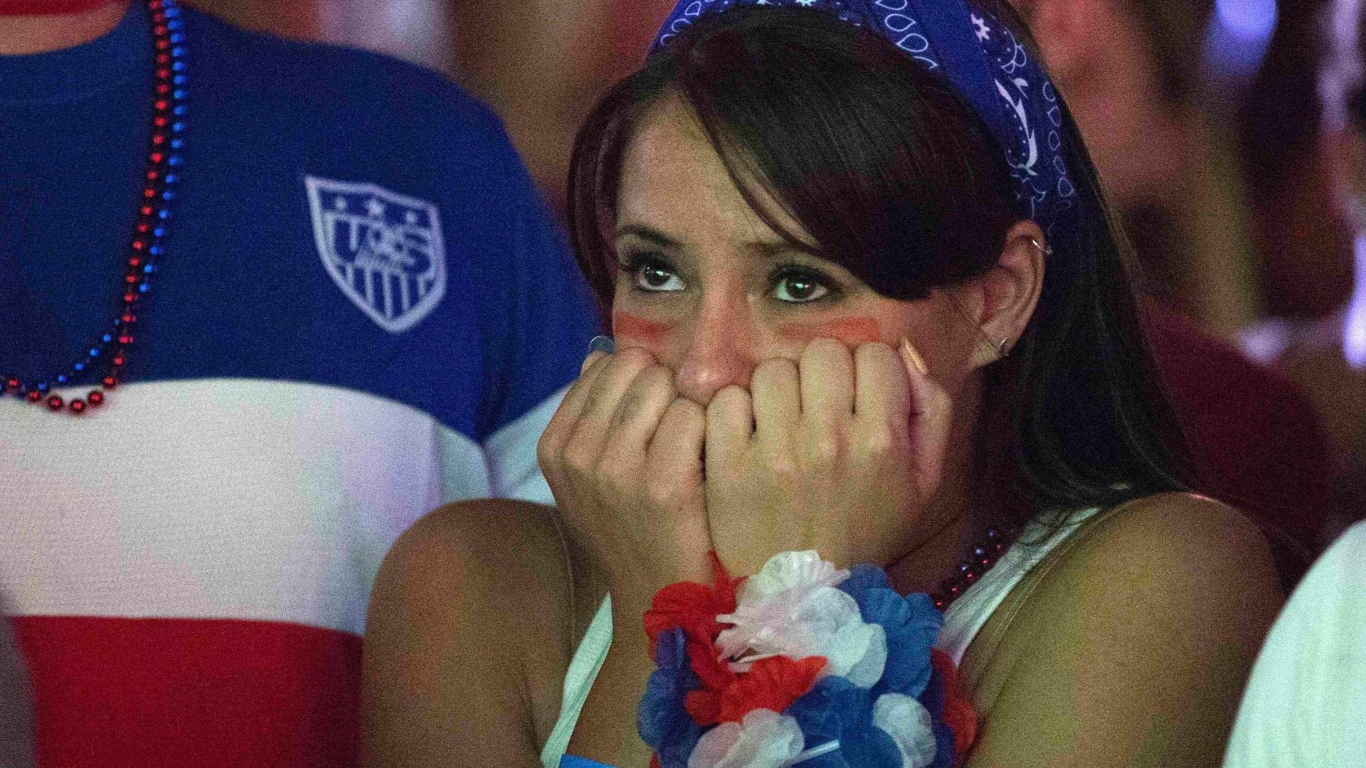 Torcedora dos EUA se desespera na partida contra Portugal