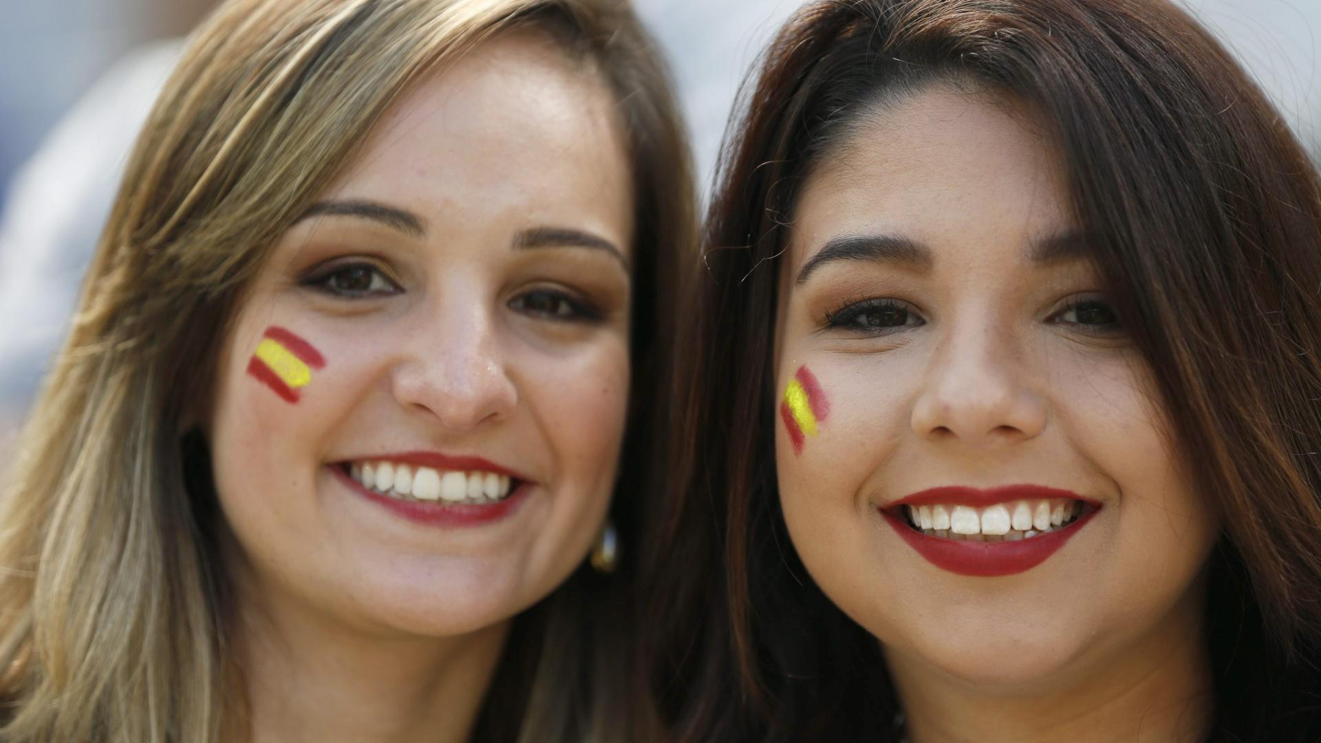 Torcedoras não desanimam com a Espanha e pintam o rosto para o último jogo da campeã de 2010