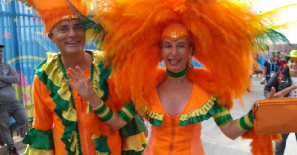 Torcedores da Holanda entram no clima do Brasil com fantasia carnavalesca