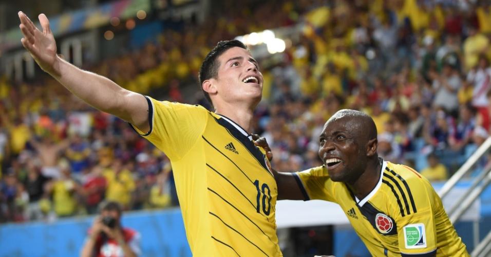 24.jun.2014 - Colombiano James Rodriguez comemora com Armero depois de marcar o quarto na vitória por 4 a 1 sobre o Japão, na Arena Pantanal