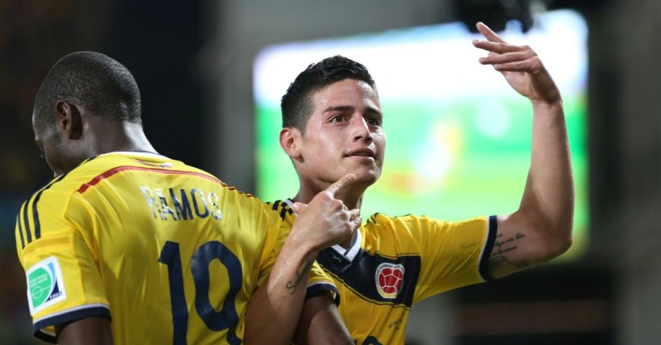 24.jun.2014 - James Rodríguez comemora o último gol da Colômbia na vitória por 4 a 1 sobre o Japão, na Arena Pantanal