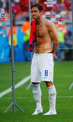 Lampard se segurou para esconder a emoção em sua provável despedida de Copa