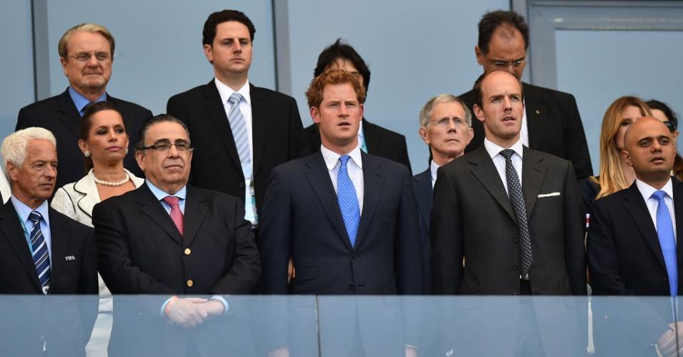Príncipe Harry marca presença no Mineirão para ver o jogo de despedida da Inglaterra da Copa do Mundo, contra a Costa Rica