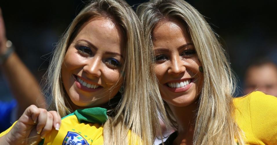 Torcedoras brasileiras fazem festa no Mineirão, antes de Inglaterra e Costa Rica jogarem