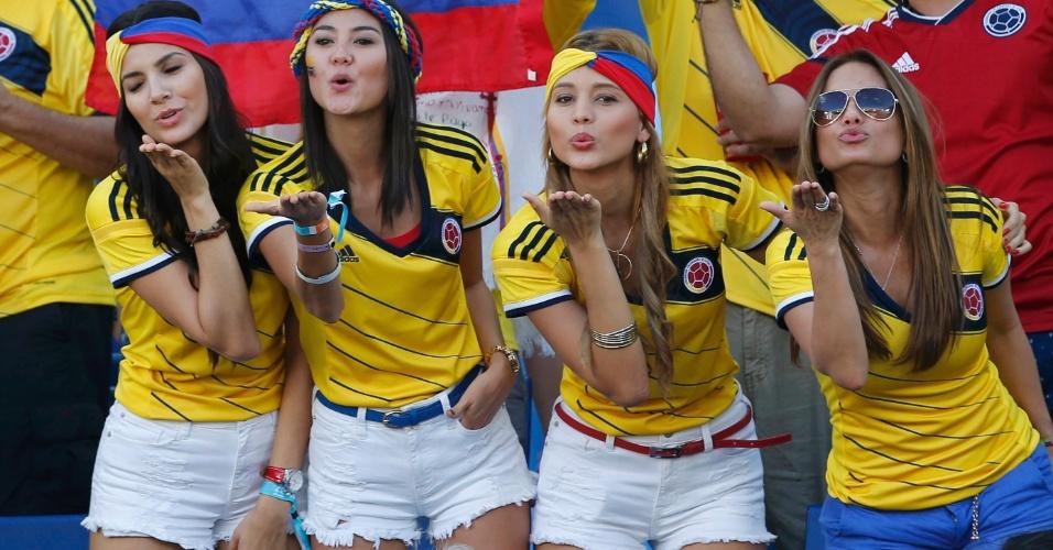 Torcedoras da Colômbia mandam beijo da arquibancada da Arena Pantanal