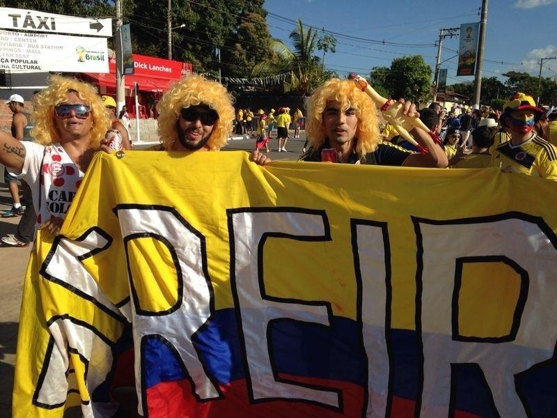 24.jun.2014 - Torcedores colombianos chegam à Arena Pantanal para a partida contra o Japão