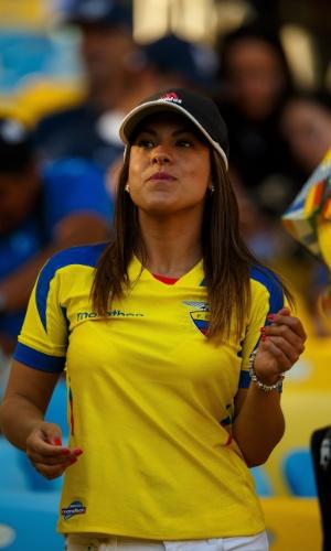 É a Copa da América do Sul! A torcedora do Equador aproveita para ir ao Maracanã no confronto contra a França