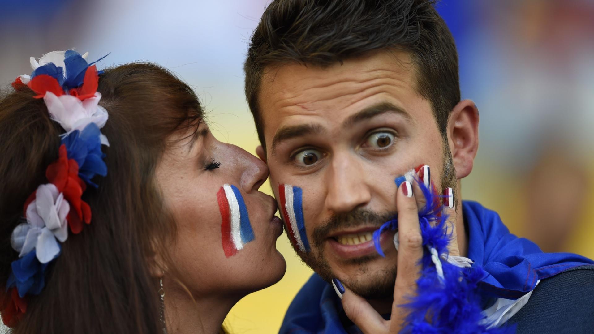O sortudo não teve a sorte de ver um gol francês no Maracanã, mas ganhou um beijo da musa da torcida
