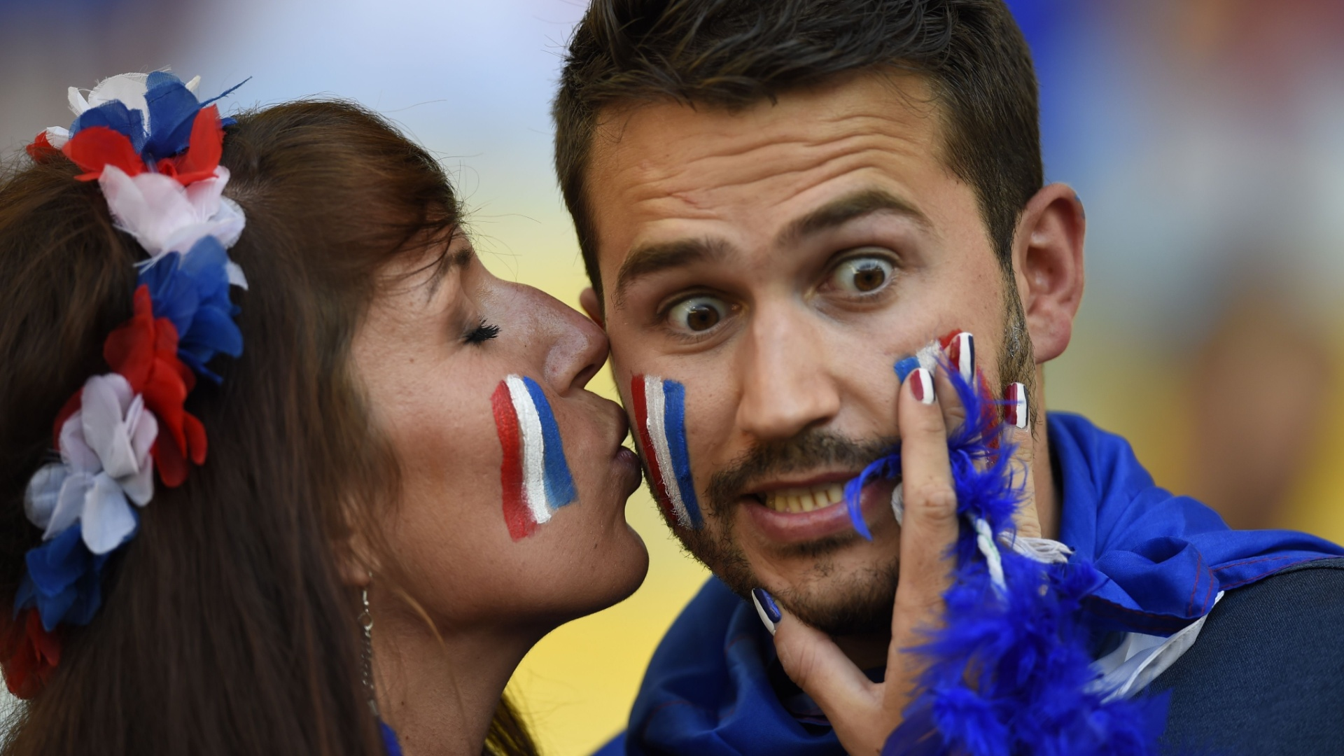 O sortudo não viu um gol francês no Maracanã, mas ganhou um beijo da musa da torcida