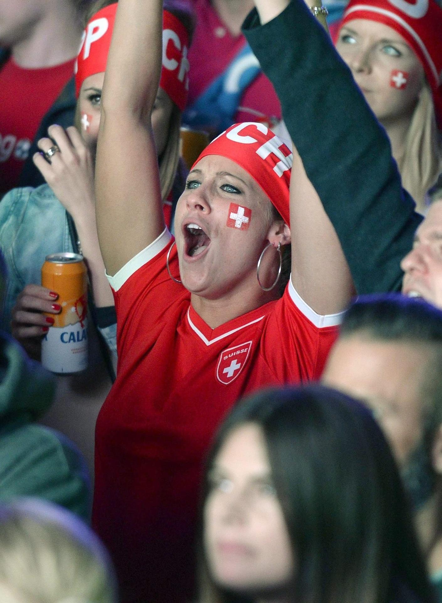 Suíça comemora classificação às oitavas de final em Zurique